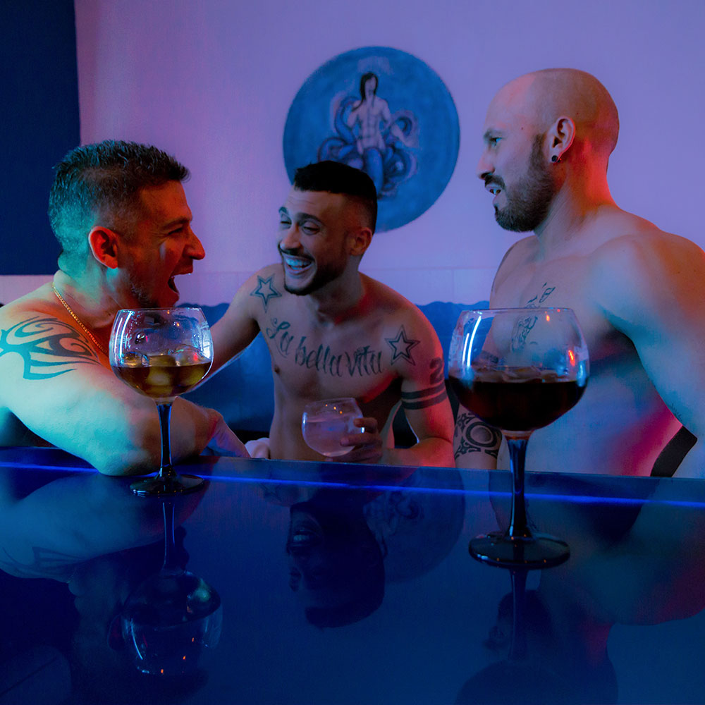 En sauna octopus tiene una zona de bar para poder conocer gente